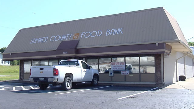 Sumner County Admin. Building Collects Donations to give to Sumner County Food Bank